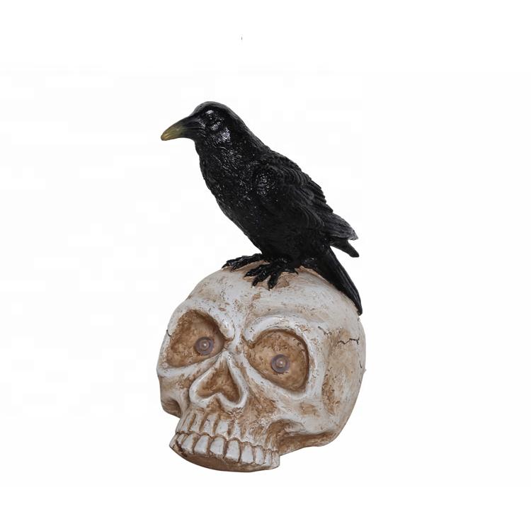 Regalo di festa artificiale 11.4 pollici altezza nero poli resina decorazione di halloween crow figurine sul cranio con la luce