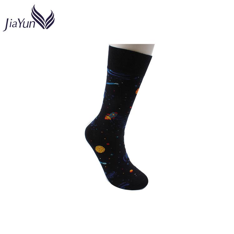 Оптовая продажа из Китая Забавный узор 100% хлопковые мужские носки черные Необычные Yong Man трубки черные носки
