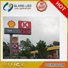 Displays electrónicos de precios de gasolinera en rojo