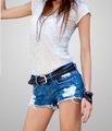 фото в джинсовых шортах и сапогах