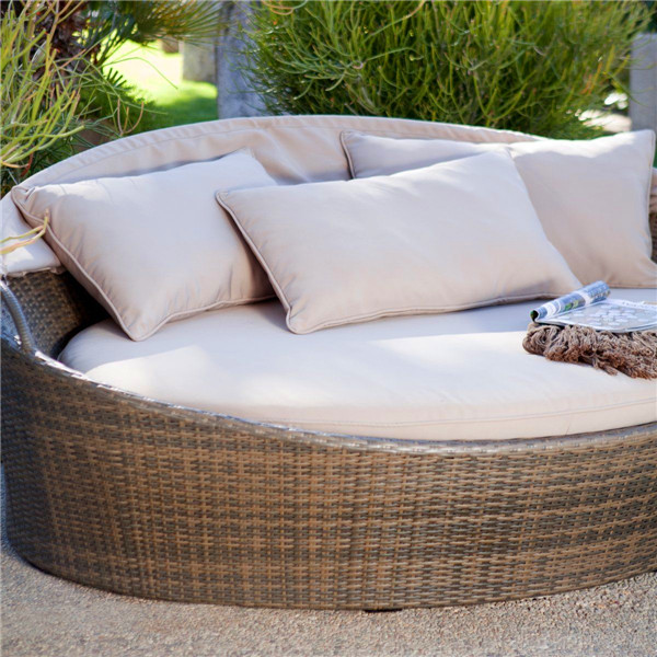 Hotel swimming pool furniture pe rattan outdoor daybed for Outdoor pool daybeds