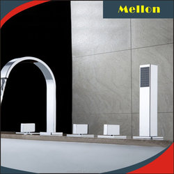 Contemporary Roman Tub Filler with Handshower
