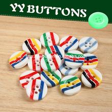 guapo botón disponible del rayas de arco iris para ropa de niño