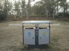 al aire libre la papelera de reciclaje