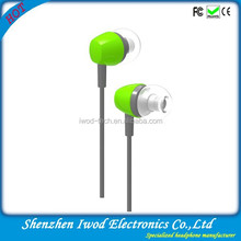Hot China electronic product plastic in ear headphones 3.5mm connectors bus headphone wholesale