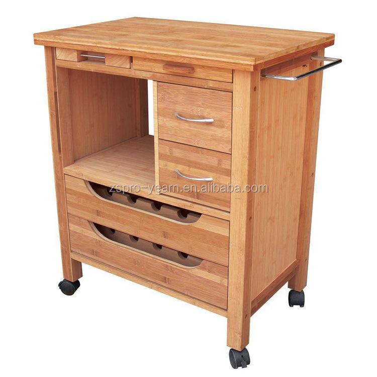 elegante cucina moderna in legno che servono carrello con mantenere il cibo cassetti e bottiglia di