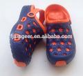 nuevo diseño de fútbol holey eva zuecos para los niños