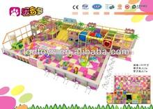 interior del patio de preescolar de equipos
