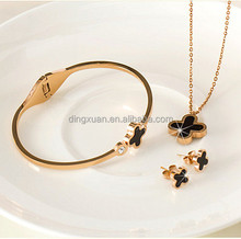 2015 latest nailheaded moulding design magnetic bracelet jewelry set