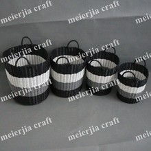 2014 hot light black and white plastic basket with cute handles