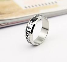 El más nuevo estilo anillo de acero inoxidable con una cruz y la biblia imagen, oro de titanio anillo nombre de diseños