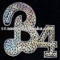 Multi- color letra b con no. El patrón de 4 hechos a mano con lentejuelas