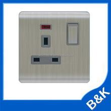 Standard 13a 250v UK Socket outlet/wall Socket industrial locking RECEPTACLE Socket outlet UK plug extensions with warranty