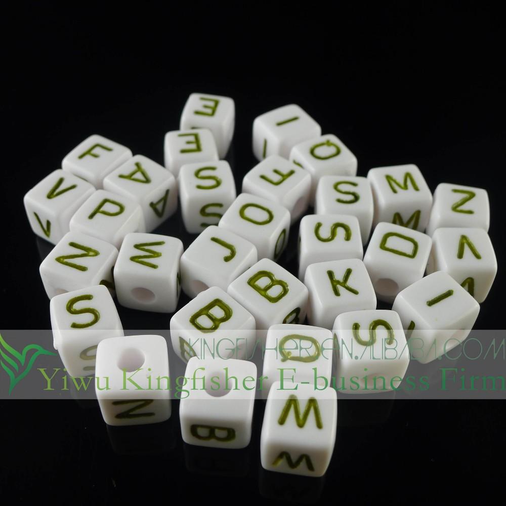 Yeni tasarımlar beyaz boncuk yeşil renkli harfleri alfabe boncuk, 10*10mm küp alfabe harfinden boncuk