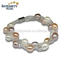 brazalete de perlas de multicolor
