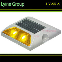 High Brightness Aluminum Solar Road Cat Eyes Reflector resist compression solar flashing road