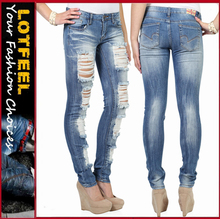 Women skinny jean with full destruction and crinkles in medium blast wash (LOTX325)