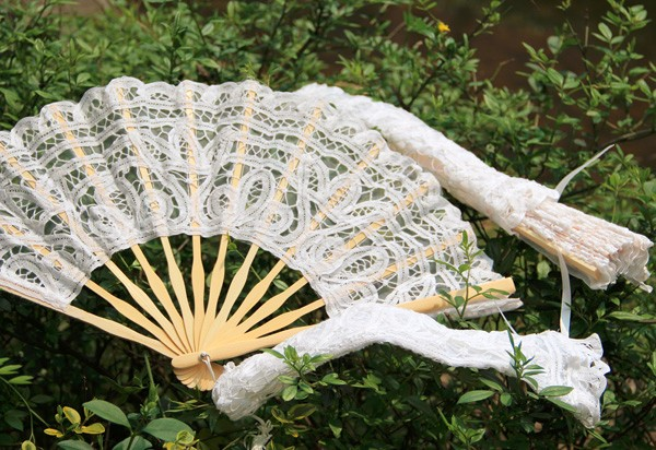 Amelie lace fan with lace cover (1).jpg