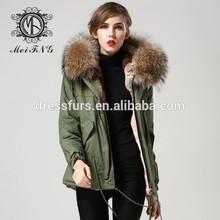 las mujeres y parkas macho más el tamaño de abrigo de pieles de conejo y forro de zorro de mapache