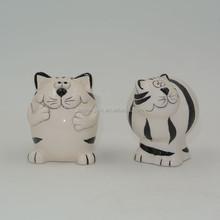 Mini black and white ceramic cat salt and pepper seasoning bottle set promotional gifts