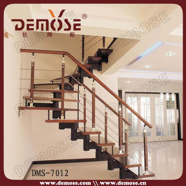 Rampe d 39 escalier en fer forg artistique int rieur for Interieur artistique