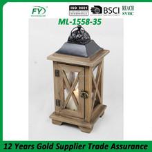 Lanterna di legno con il metallo top, la parte anteriore con disegno cuore ml-1558-35