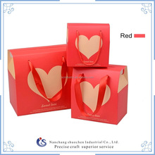 new design red cardboard carry bags with heart figure