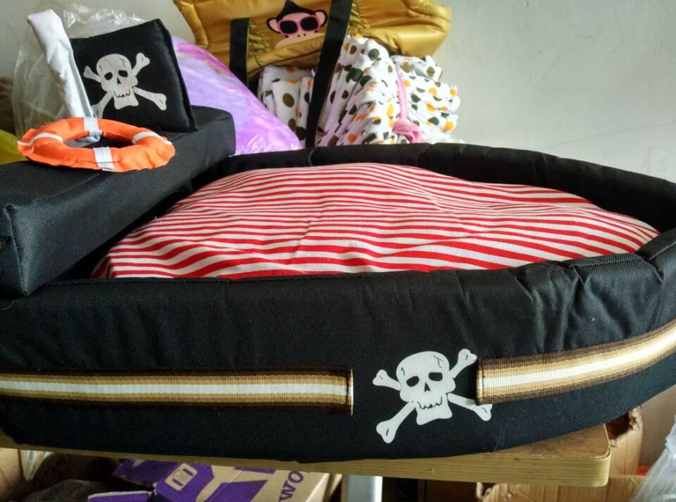 Camera Da Letto Nave Pirata : Carta da parati nave pirata rendering d u pixers viviamo per