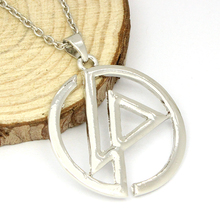 New Year Presents American Popular Band Logo Fashion Silver Chain Statement Necklace
