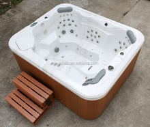 Relaxing Outdoor Soaking and Spa Bathtub