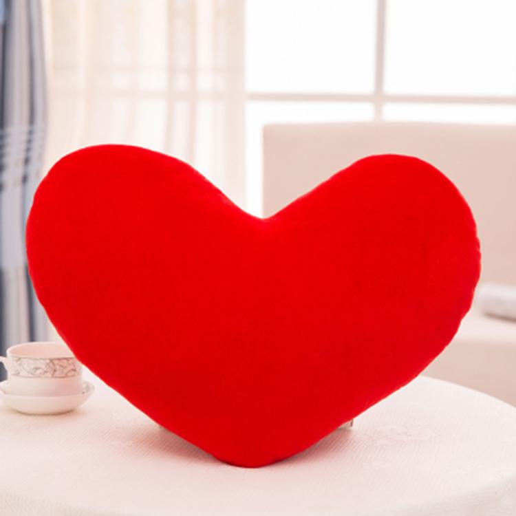 цветная в форме сердца плюшевая подушка