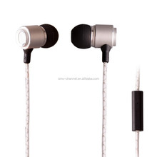 High quality white round wired superior bass metal in-ear earphone with micrphone for MP3 MP4 and mobile
