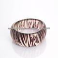 Avon resina brazalete ancho hecho en China