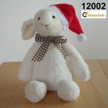 12002 de felpa y rellenos de ovejas con sombrero de navidad