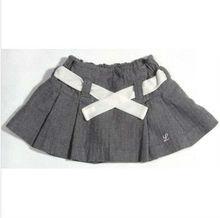 Faldas cortas de la muchacha de la marca
