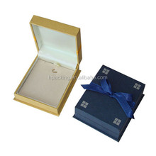 Classtic Fabric Covering Plastic Gift Box with ribbon