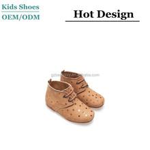 2015 personalizadas diseño de la estrella del niño cabritos de moda bota de cuero
