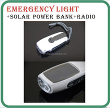 hand-cranked flashlight,rechargeable emergency light,hand Crank LED flashlight with radio and cell phone charger