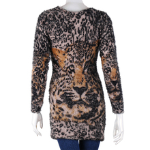 Put on the animal designs sweater all show a woman's flavor