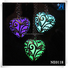 Alibaba China Factory Direct Jewelry Fashion Jewelry Heart Shape Glow Necklace Glow in the Dark Necklace