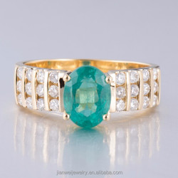 Charming Solid 18K Yellow Gold 1.52CT Natural Colombia Emerald & Diamond Ring