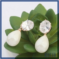 New hot sale latest simple design jewelry pearl pendant clear crystal girls stylish stud earrings
