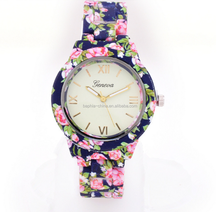 Cheap gifts lovers watch with alloy watchcase and silicone strap popular in Europe with customer logo