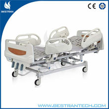 China BT-AM102 Three Crank Manual Hospital 3 positions mechanical bed with Steel Frame , Drainage Bag Holders manual bed medical