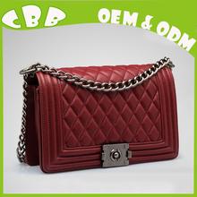 Fábrica pequeño MOQ cantidad en línea venta al por mayor moda y elegante alta calidad de cuero cruzada cuerpo bolsa
