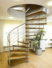 escalera de madera redonda