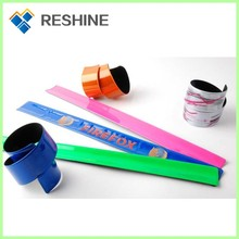 Factory price high quality silicone snap bands promotional reflective wrist slap band