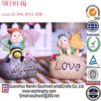 wholesale cheap custom resin bee figure wedding souvenir