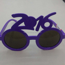 The new monochromatic 2016 glasses in the New Year strange dance party painting glasses