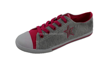 The spring and autumn period and the necessary students canvas shoes